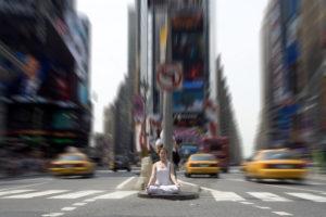 meditar em ambientes barulhentos