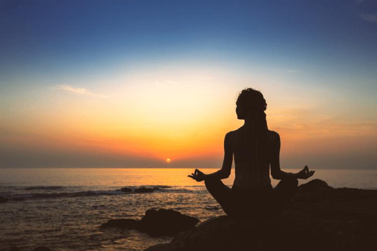 Qual é a diferença entre meditação e técnicas de relaxamento?